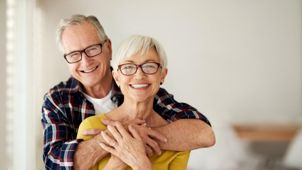 diamond clarity - senior couple happy and smiling