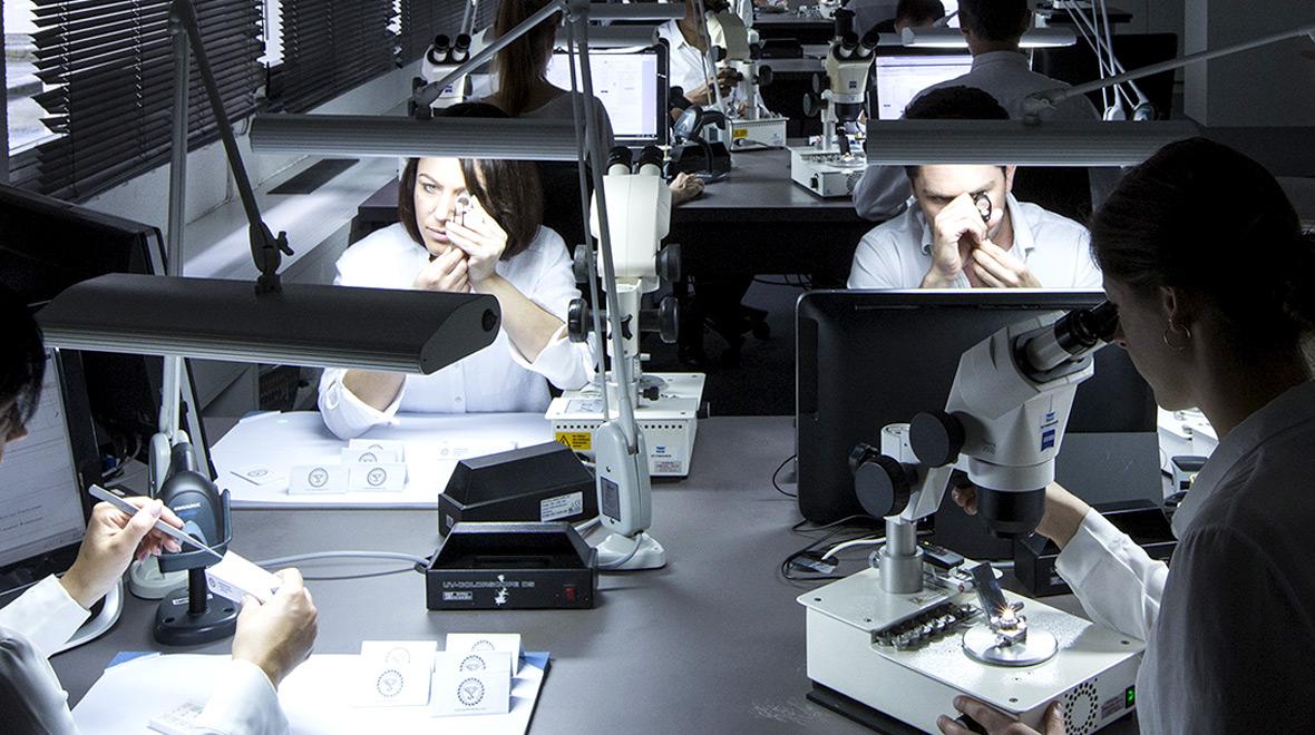 diamond grading - lab graders at work