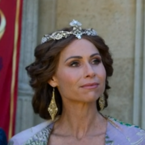Minnie Driver as Queen Beatrice.